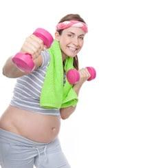 Mutter macht sport um Babypfunde loszuwerden